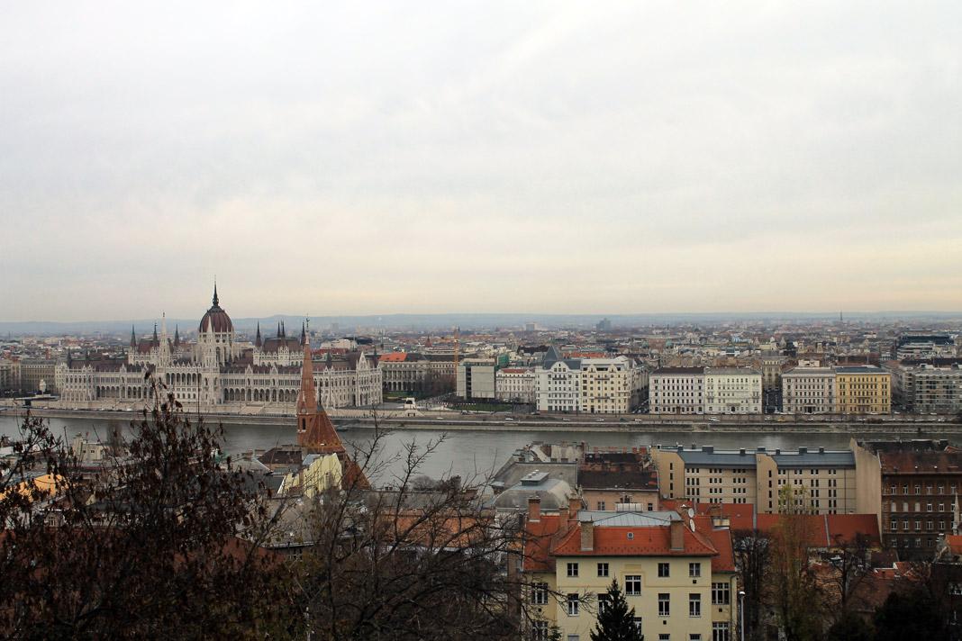 Ο Δούναβης και το Κοινοβούλιο απο το fisherman's bastion στον λόφο του κάστρου