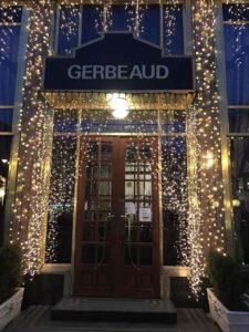 Gerbeaud Café : Στην πλατεία Vorosmarty ένα ιστορικό Café με γλυκά υψηλών προδιαγραφών..Δοκιμάστε το Somloi galuska!