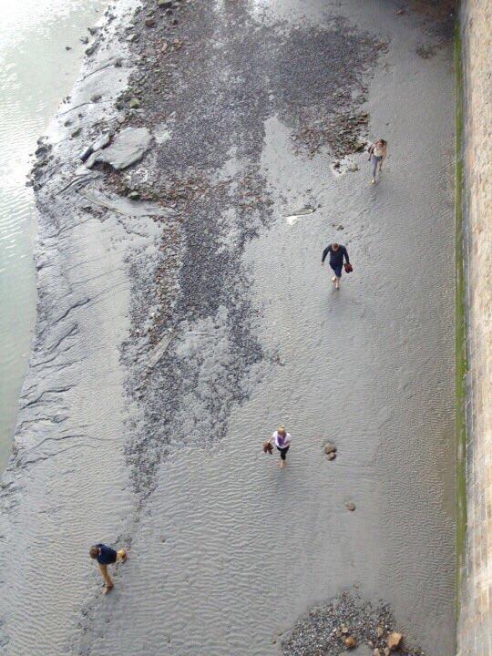 Το φαινόμενο της άμπωτης λίγο πριν την παλίρροια στο Μον Σαν-Μισέλ
