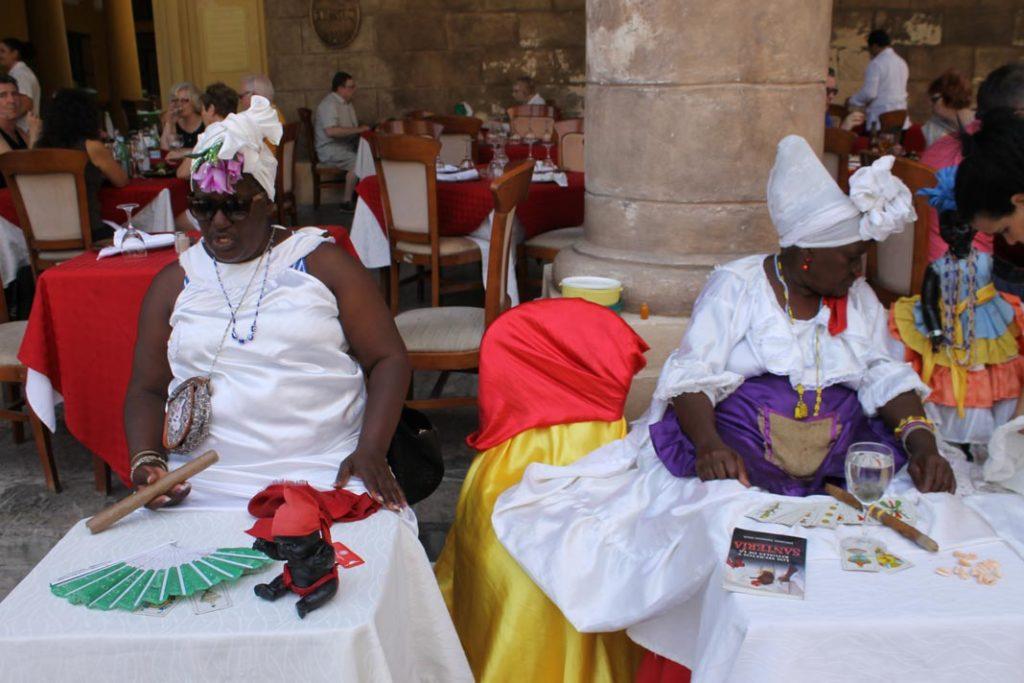 Las santeras de la Habana στην Plaza de la Catedral