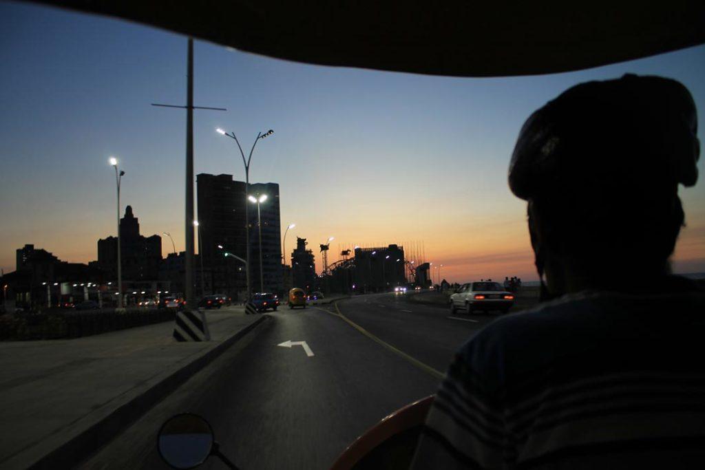 Βόλτα με coco taxi στην Malecon